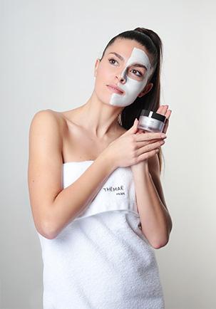 femme soin visage masque thémaé