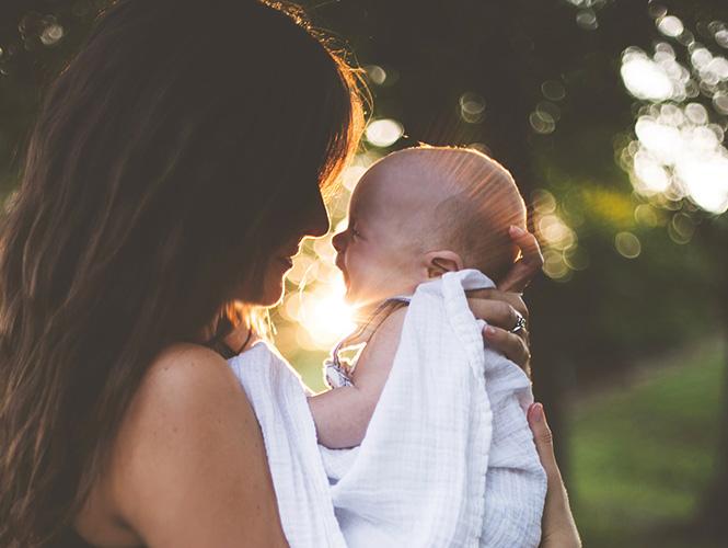 Complicité entre une mère et son enfant